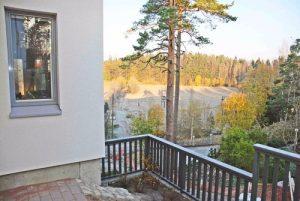 Myytävänä Espoon Saunaniemessä: Tapulimäen kohteemme Espoon Saunaniemessä valmistuu hyvää vauhtia, sisätiloja viimeistellään ja kodinkoneita asennetaan.