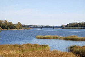 Myytävät asunnot Espoo Saunaniemi: Kuusi 119–122 neliön asuntoa. Avarat ja tyylikkäät asunnot luonnonkauniissa Saunaniemessä osoitteessa Tapulimäki 5.